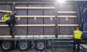 Politieactie tegen inklimmers van vrachtwagens naar het VK